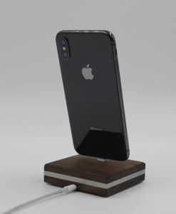 iPhone-Dockingstation aus Holz