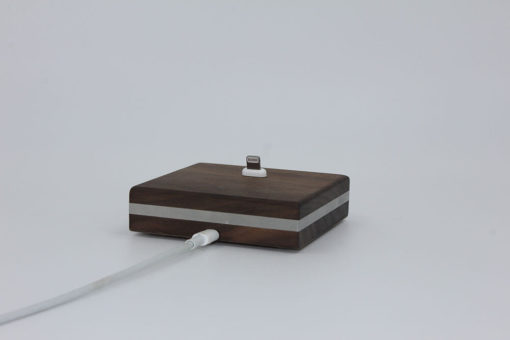 Ladekabel der iPhone-Dockingstation aus Holz