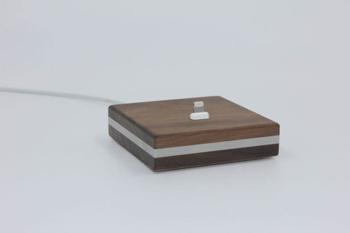 Lightning-Anschluss der iPhone-Dockingstation aus Holz