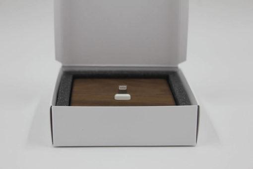 Verpackung der iPhone-Dockingstation aus Holz