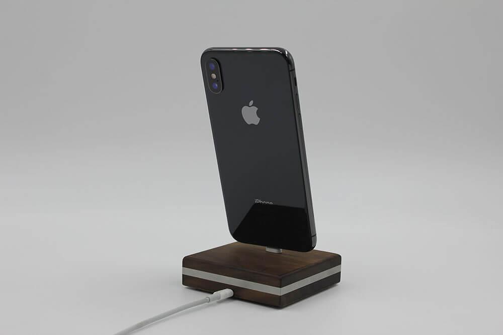 Dockingstation für iPhone 5 - X aus Holz | LERO-Holz